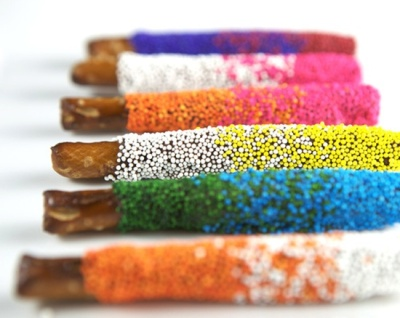 ombre chocolate covered pretzel favours  Fatty Sundays & Co. is a new company making yummy chocolate covered pretzels in lots of different flavors, like smooth mint, PB, toffee crunch, even pumpkin pie for the holidays!  They'll do wedding favors as