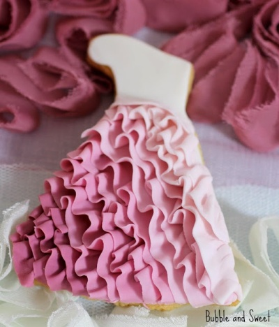 pink-ombre-ruffled-dress-cookie